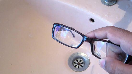 des erreurs fr quentes sur le soin des verres de lunettes fashion mode. Black Bedroom Furniture Sets. Home Design Ideas